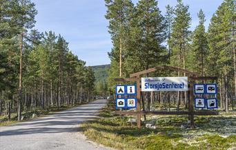 Hovedportal sett fra fylkesveg.