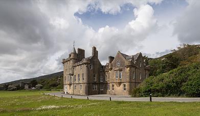 12. Amhuinnsuidhe Castle
