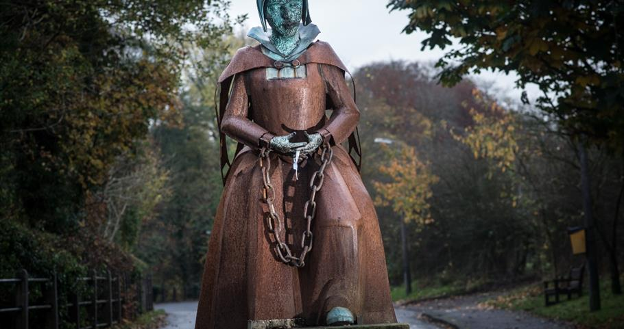 Picture of Alice Nutter Sculpture at Roughlee