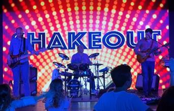 Live in The Cloisters – with 'Shakeout'
