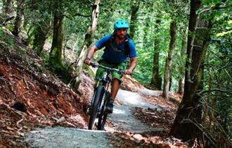 Cyclist riding through Drakes Trail.