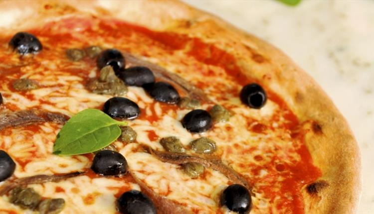 Olives, cheese and tomato pizza