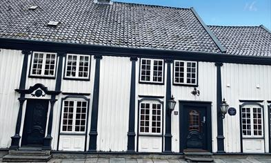 Stavanger's oldest house invites you in for tasty food in a cosy atmospere.