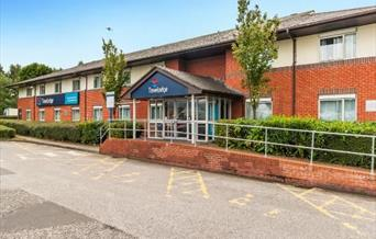 Front entrance of the Travelodge Birch M62 Westbound hotel.