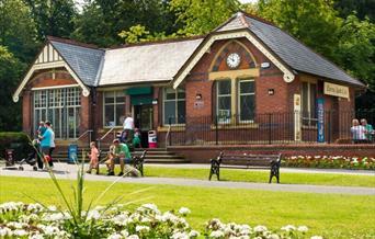 Queen's Park Café