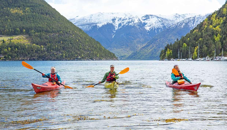 Guides kayak tour in Kaupanger