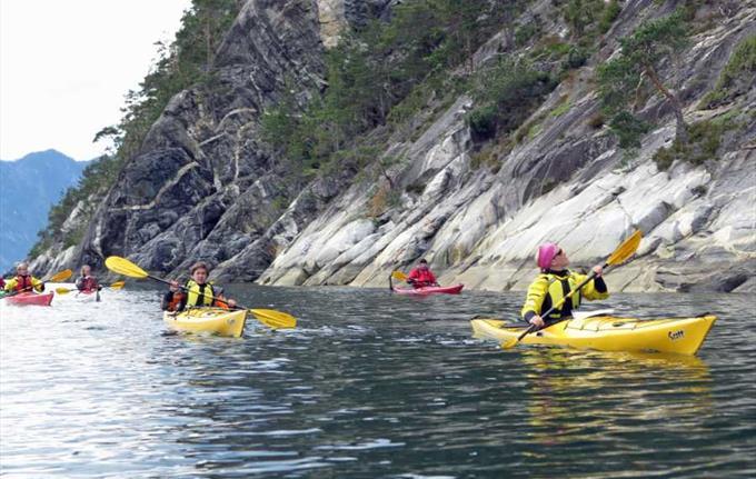 Guided kayak trip in Årdal