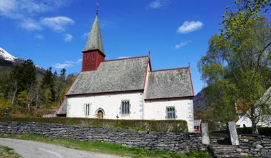 Dale Stone Church, Luster
