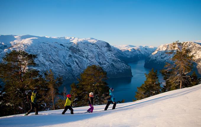 Snowshoe hike to Stegastein viewpoint