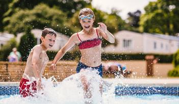 Ashburn Springs Outdoor Pool