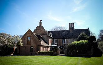 Knowlton Court Cottages