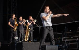Olly Murs Live After Racing