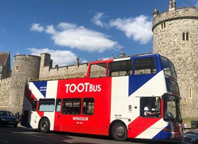 Tootbus Windsor outside Windsor Castle