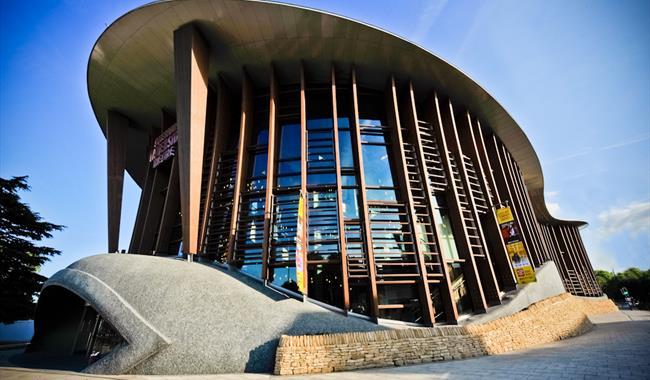 Aylesbury Waterside Theatre, copyright Pow Pow Pics