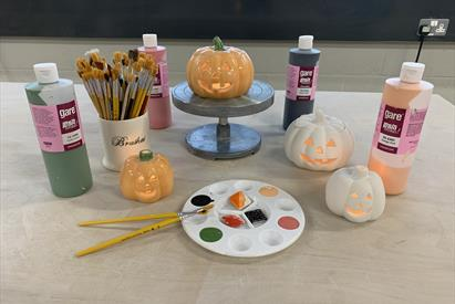 Halloween Decorating Session