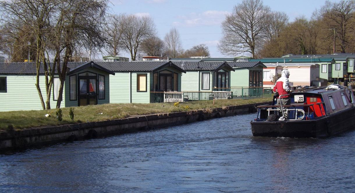 Oakland Holiday Park next to the canal