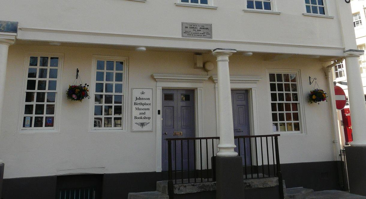 Outside the Samuel Johnson Birthplace Museum