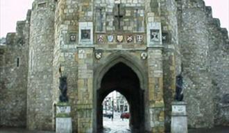 Southamptons Western Walls and Vaults Walk