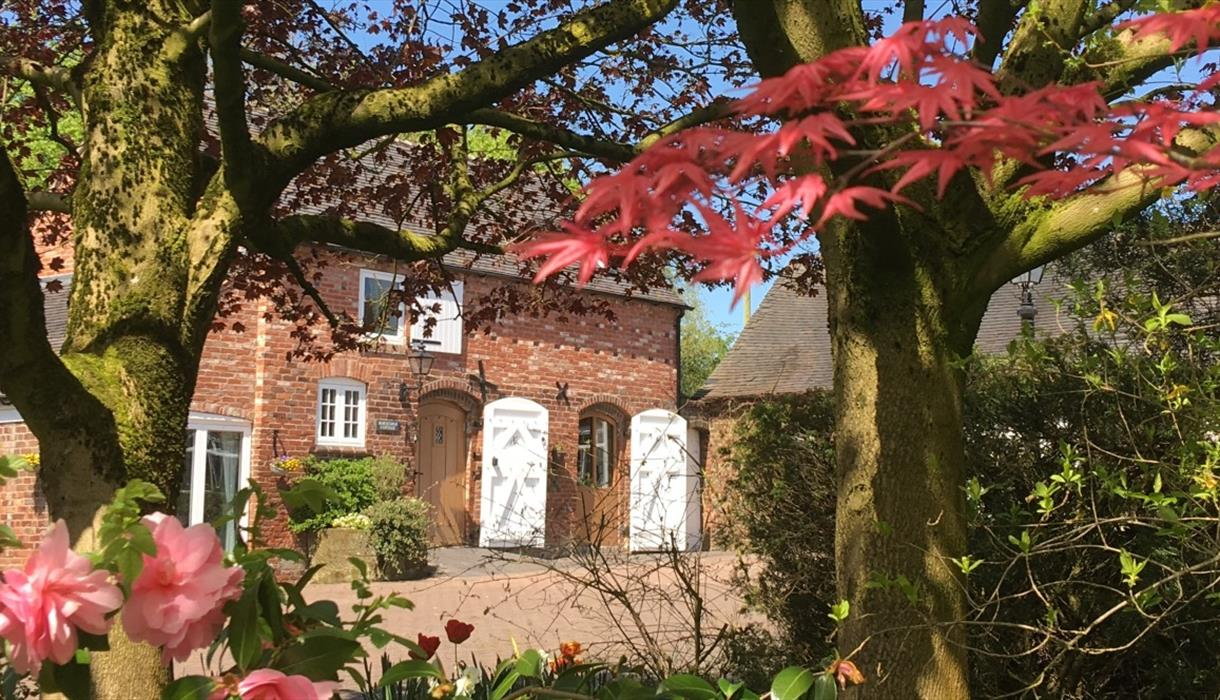 Hilltop Farm Barns - Horseshoe Cottage exterior