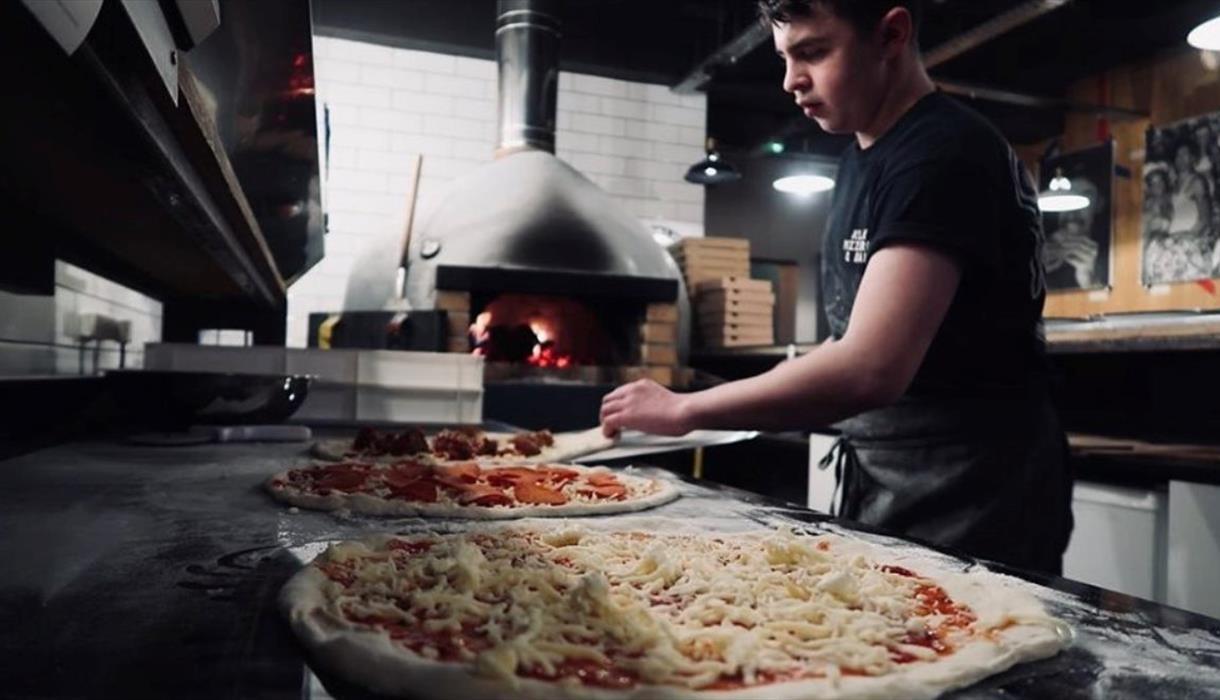 Klay Pizzeria & Bar