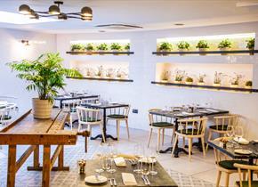 The Dozen restaurant and Bar at the White Horse Hotel