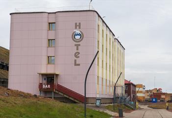 Barentsburg Hotell sett fra utsiden