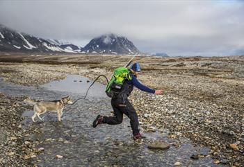 Mountain Scrambling - Basecamp Spitsbergen