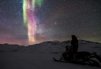 Nordlyssafari med snøscooter - Svalbard Adventures