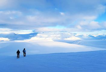 Foxfonna: Hike from the summit and explore glaciers and mountains - Svalbard Wildlife Expeditions