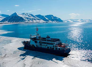 MS Billefjord sailing along the ice edge
