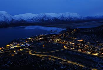 Platåfjellet: Hike to the view point with panorama of Longyearbyen - Svalbard Wildlife Expeditions