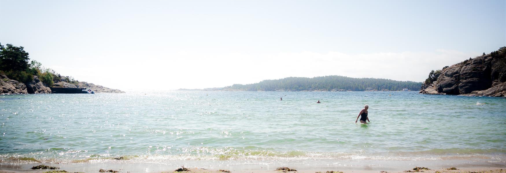 Vakre badesteder langs kysten