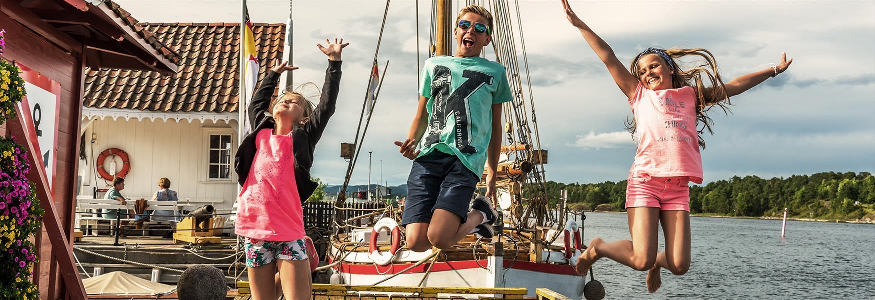 Children at Langesund pier
