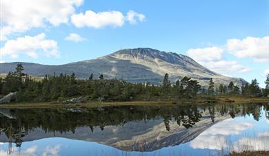 Gaustatoppen er Norges kanskje vakreste fjell. Hvert år tar 30 000 fotturister turen til toppen