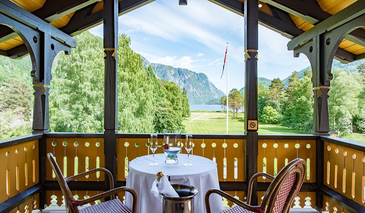 utsikt fra balkongen til Dalen Hotel mot Telemarkskanalen