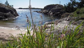 Ivarsand, en flott strand som ligger langs kyststien