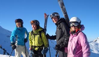 4 personer på ski