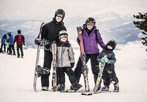 familie på vinterferie i Vrådal