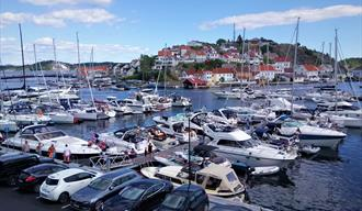Bartebrygga/Gunnarsholmen guest harbour is situated close to the town center.