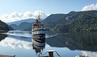 MS Victoria inn til  Kviteseid Brygge