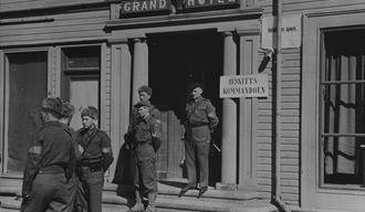 Hjemmestyrkene overtar Ortskommandatur fra tyskerne 9. mai og setter opp sitt skilt Avsnittskommandoen.