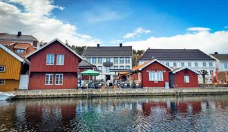Restaurant Onkel Oskar in Kragerø seen from the water