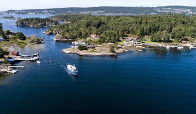 Risøysundet in Porsgrunn. The island Bjørkøya to the right and the island Siktesøya to the left.
