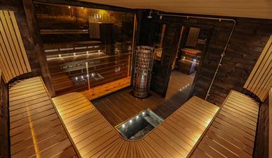 spacious and beautiful sauna on the sauna boat Melvin in Porsgrunn