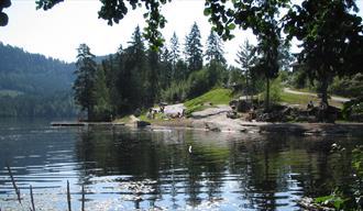 Øvrebøtjenna bathing place