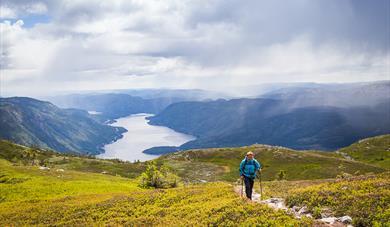 lady walking on mount Skorve with a view of seljordvatn