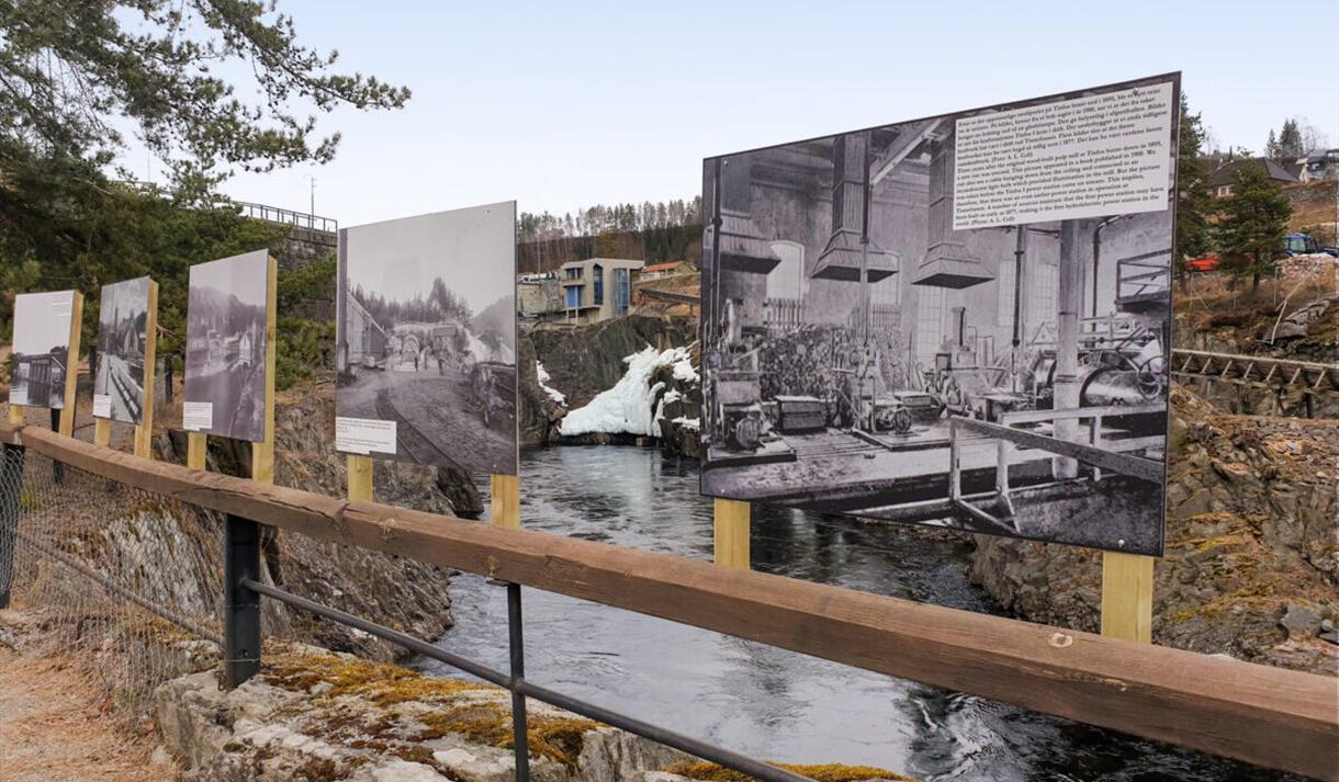 Utendørs fotoutstilling ved Telemarksgallerit