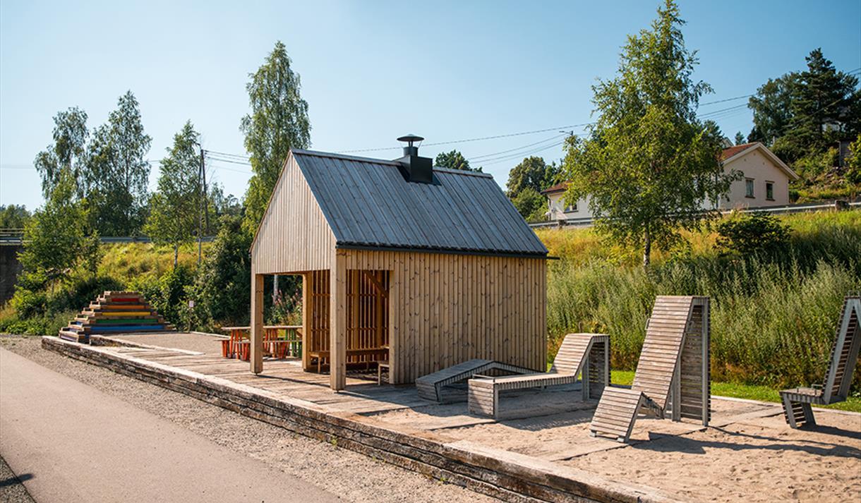 """rasteplass ved gang - og sykkelsti """"Kragerøbanen"""" i Drangedal"""