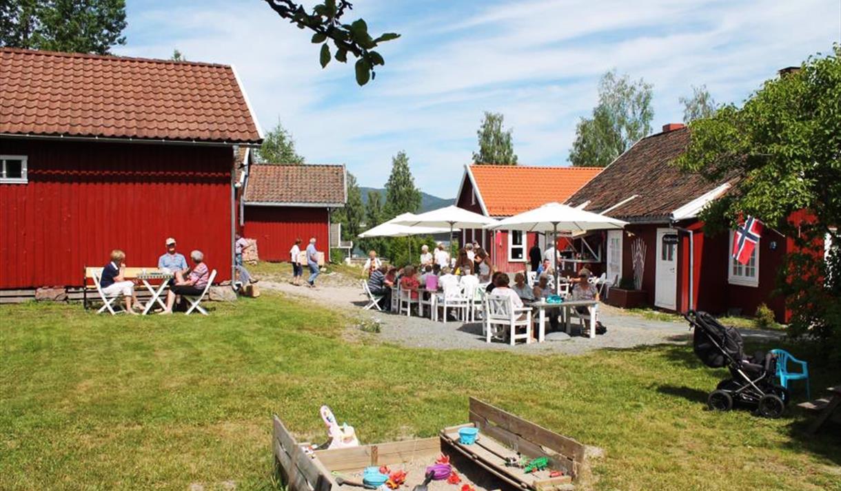 terrace with guests at Øvre Verket Spiseri