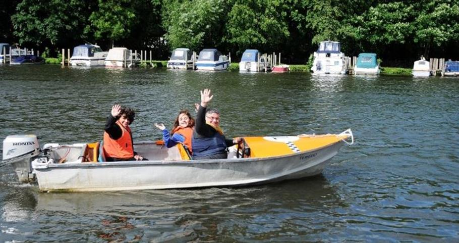 Boat hire at Hobbs of Henley